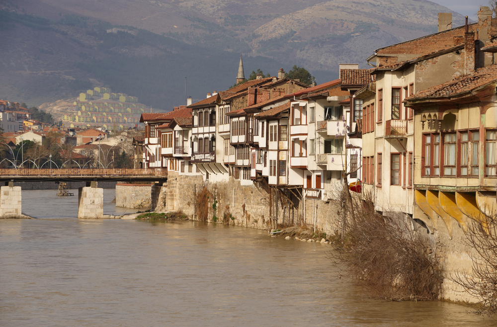 Amaseia sits on the Yeşil River